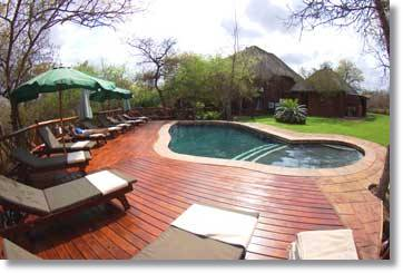 Poolanlage in der Lodge im Krugernationalpark